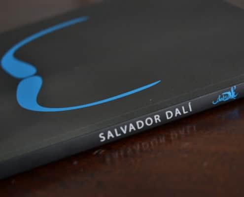 kniha-Salvador-Dalí